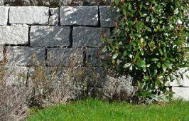 trockenmauer_granit_quadersteinen
